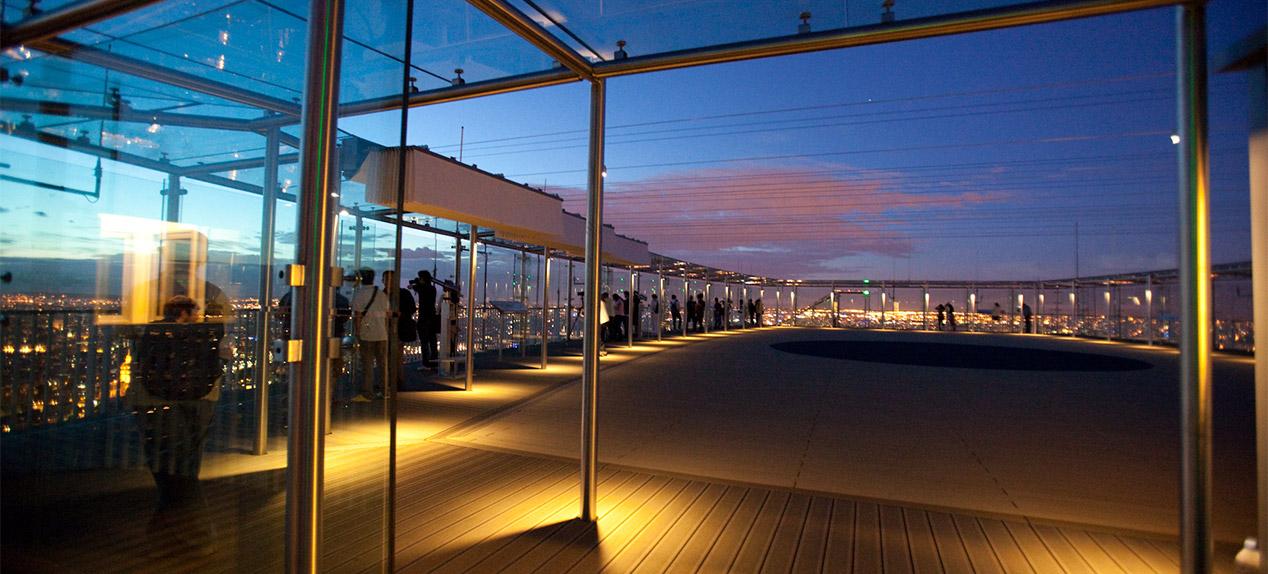 Aussichtsplattform: Etage, Terrasse, 360 Café, Boutique